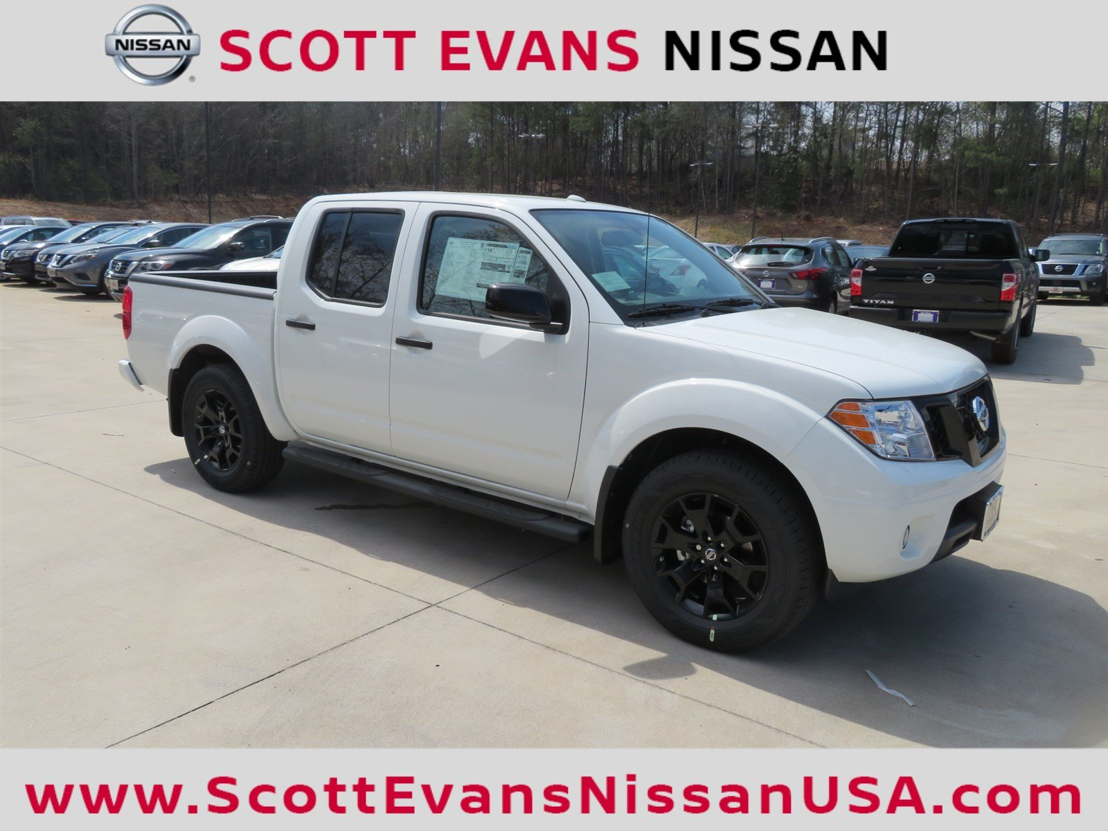 New 2018 Nissan Frontier SV Midnight Edition Crew Cab Pickup in